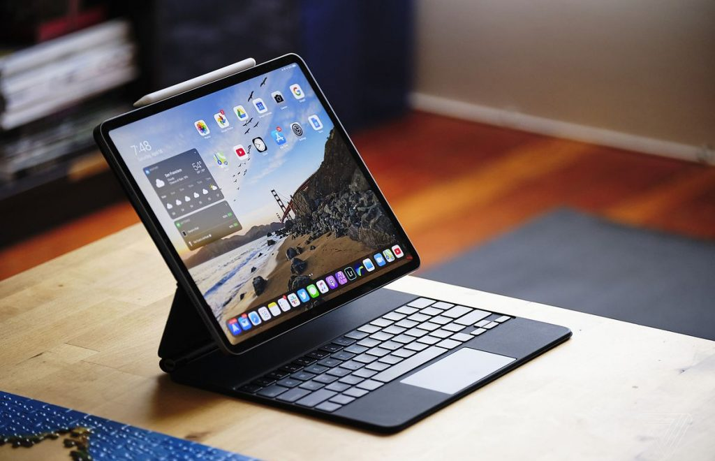 Apple iPad (2)